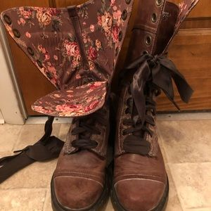 Dr Martens 1914 Triumph Ribbon Lace Leather Boot
